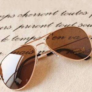 ✨NEW✨Classic Brown & Gold Aviator Sunnies!